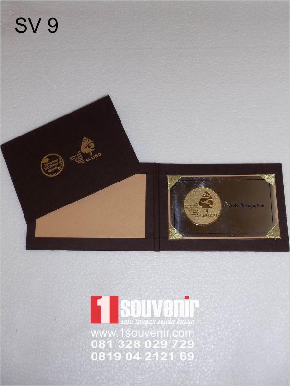contoh souvenir miniatur