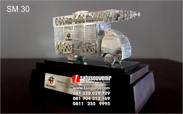 contoh souvenir miniatur berkualitas
