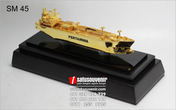 miniatur oil tanker mewah