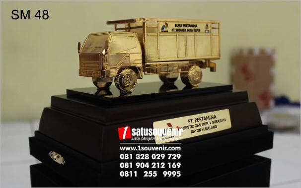 miniatur truk pengangkut gas