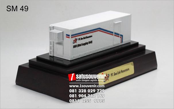 contoh miniatur kontainer